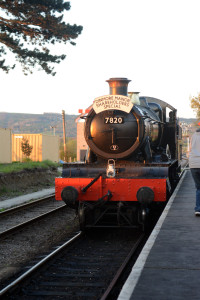 7820 [2014] GWR Manor Class 4-6-0 Dinmore Manor running onto its train @ Cheltenham Racecourse Station [2]