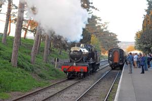 7820 [2014] GWR Manor Class 4-6-0 Dinmore Manor running round its train @ Cheltenham Racecourse Station [14]